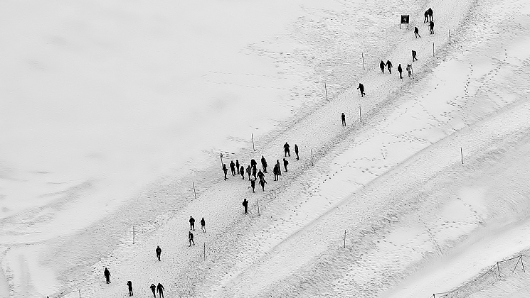 People in snow -376361