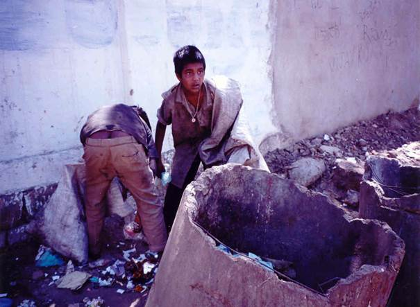 beall-pakistan-waste-pickers