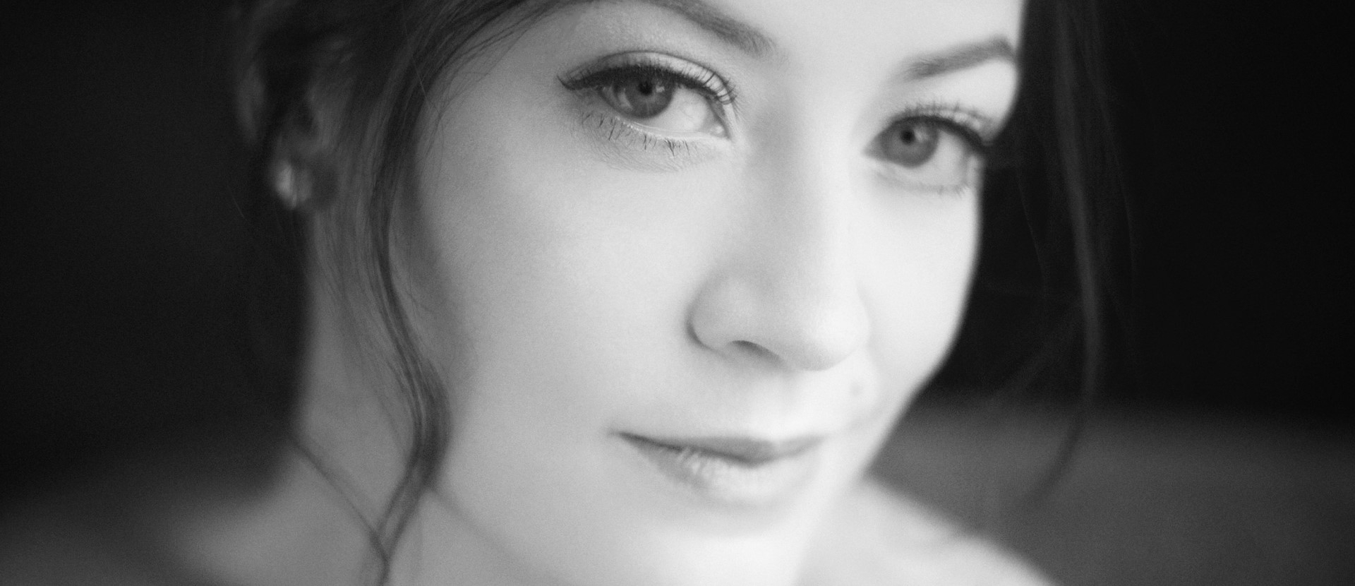 Kathryn McCormick Nude Photos 32