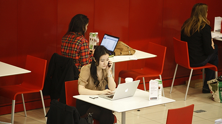 Students on laptops in a cafe