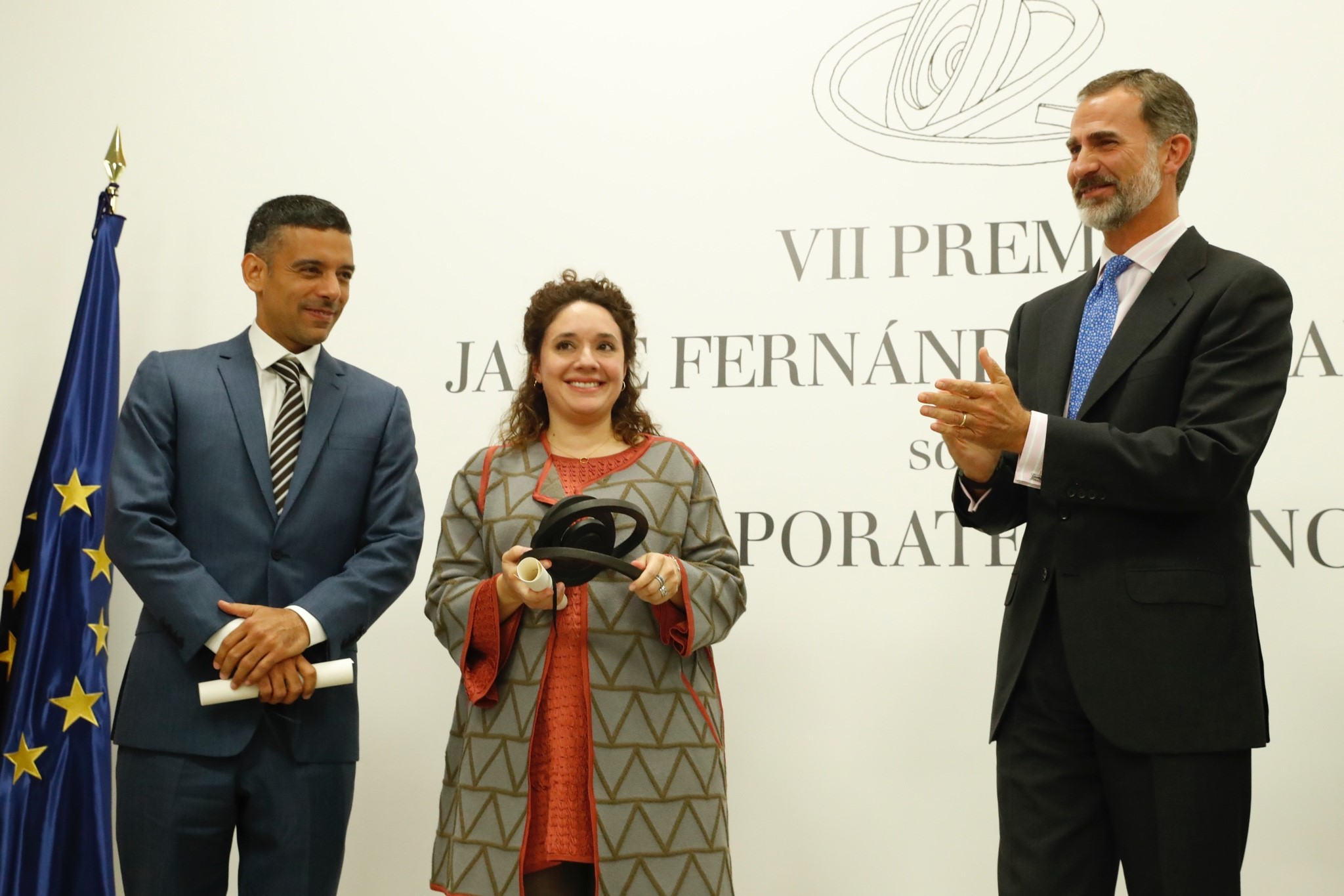 Daniel Paravisini and Juanita Gonzalez-Uribe receiving prize