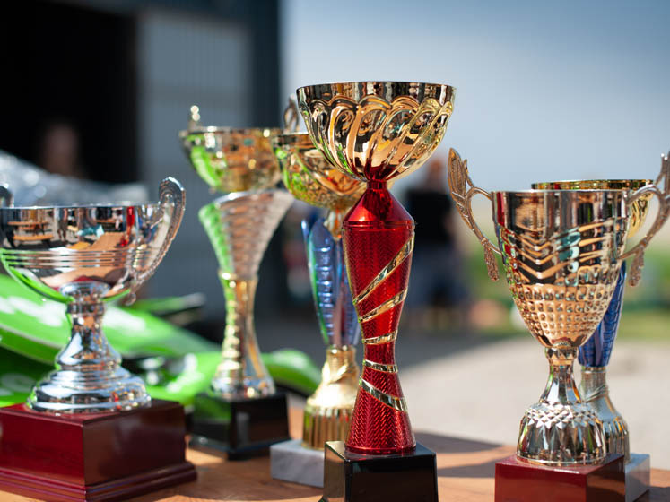 trophies-bright-747x560-4-3