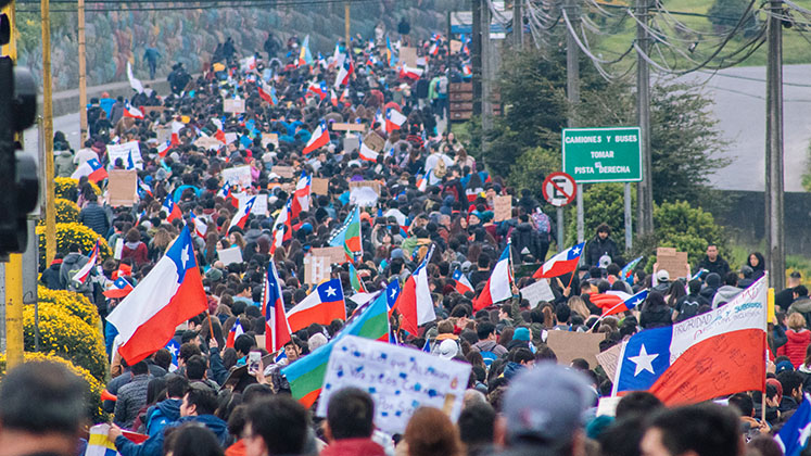 chile_protests_march_puerto_montt_747x420