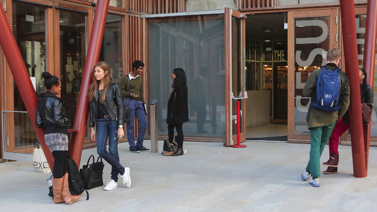 LSE_SU_students_outside