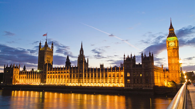 Image of Houses of Parliament at dusk