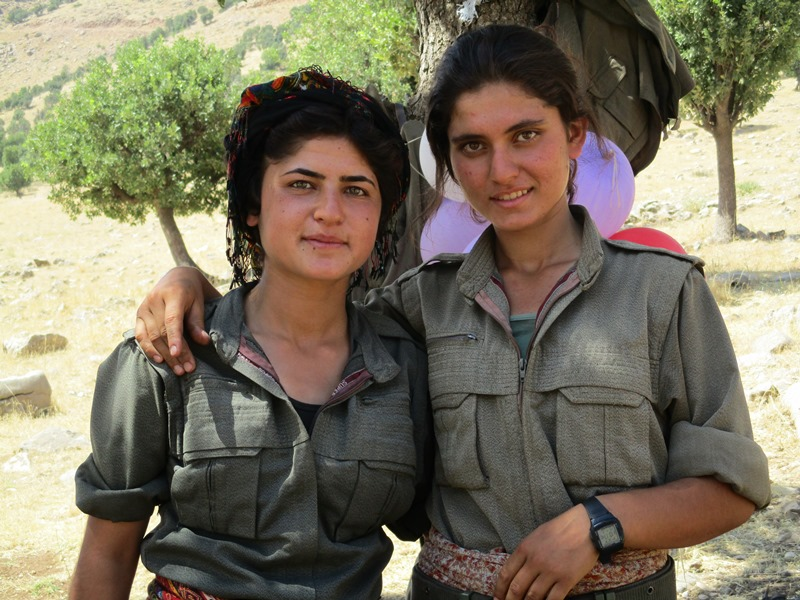 Kurdish Women Fighters 800-600