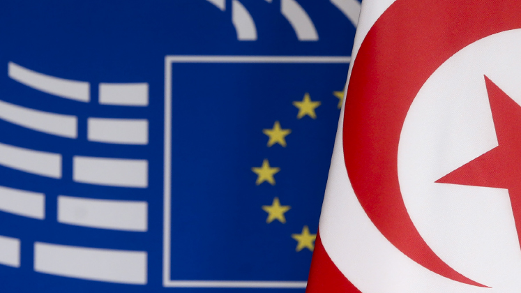 Tunisian and EU flags