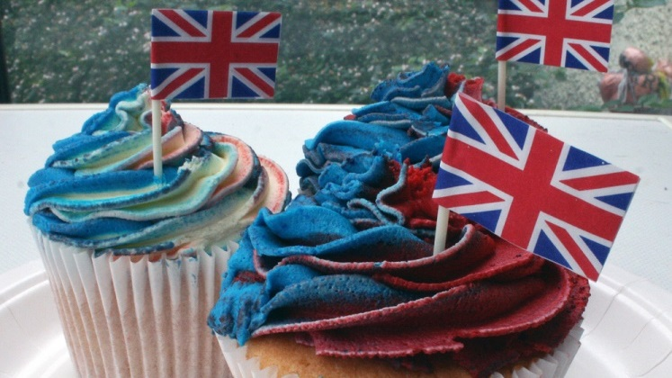 cakes with British flag